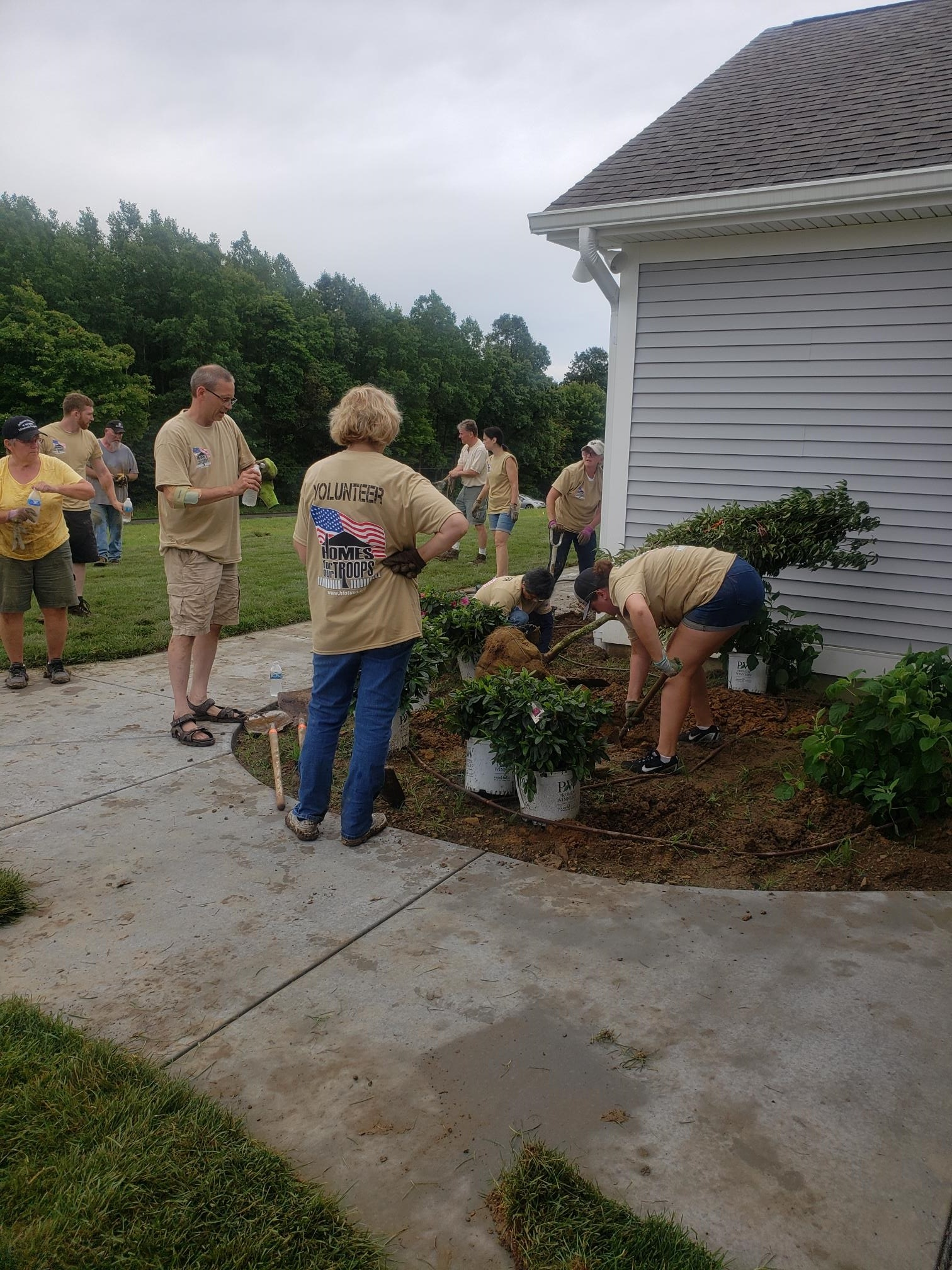 Pittsburgh Post Volunteer Day - Homes For Our Troops